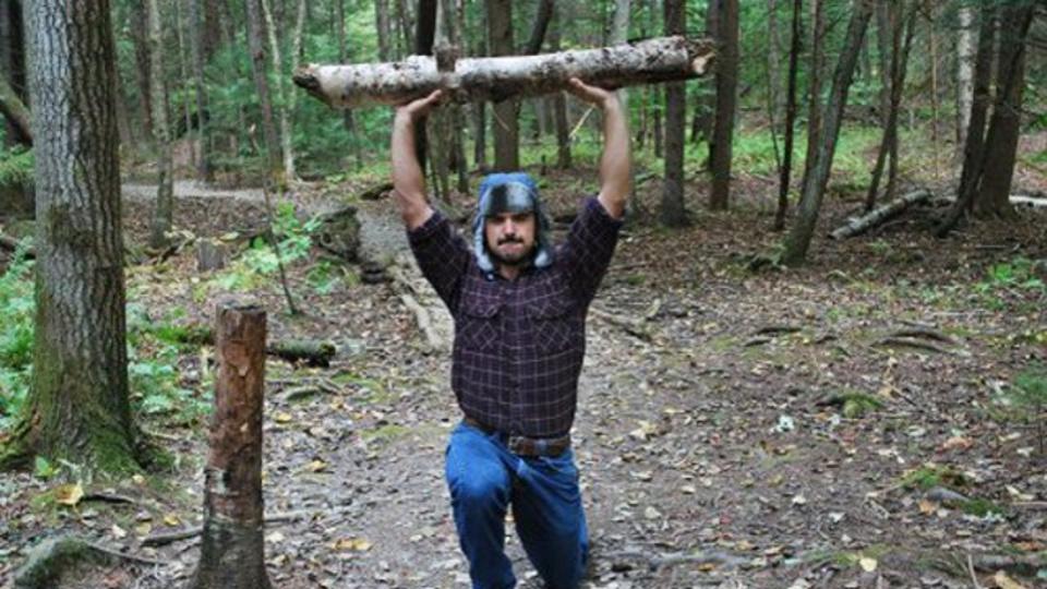 斧と丸太ですぐできる! ワイルドすぎる山男エクササイズ