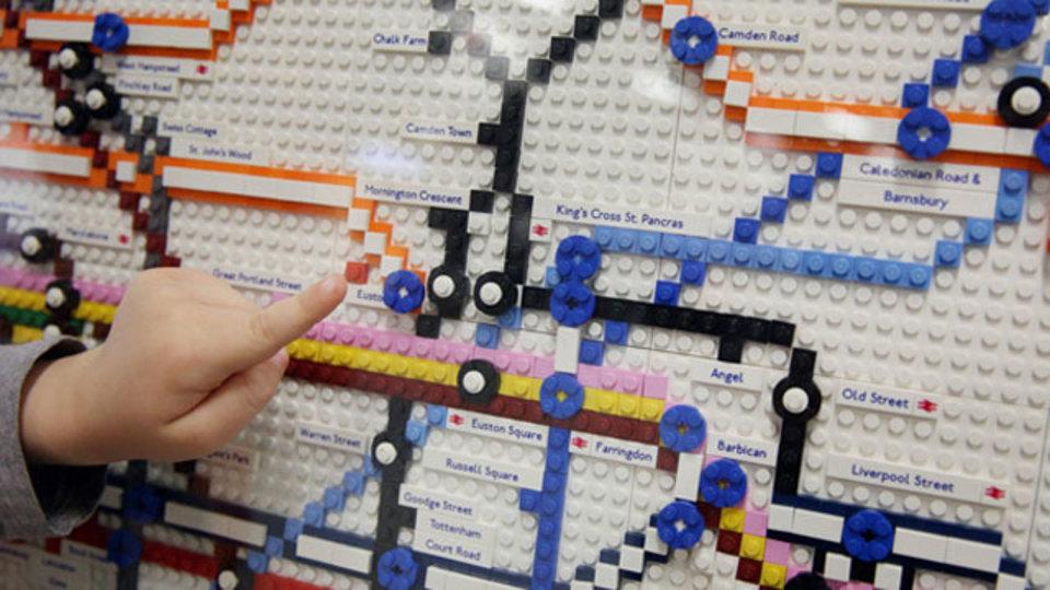 ロンドンにある、レゴで作られた地下鉄の路線図には未来を継ぎ足す余白がある