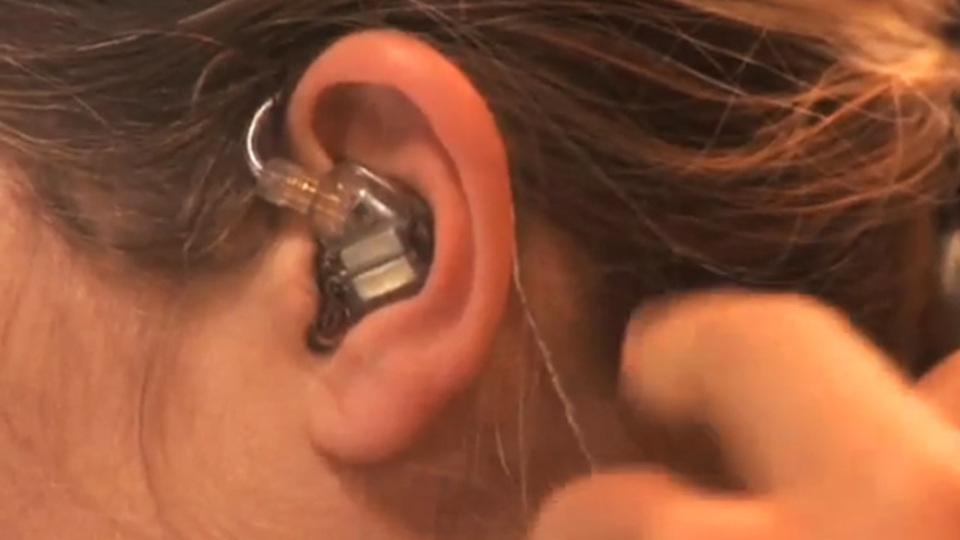 自分の耳型に合わせたフルオーダーメイドのイヤホンが作れる。音はすごいが、値段もすごかった
