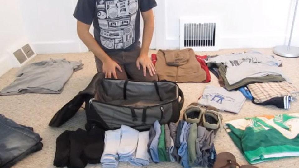2週間分の洋服を小さなバッグに詰め込むパッキング方法