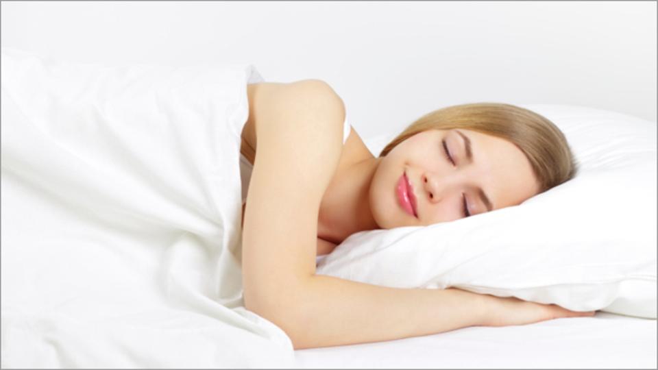 睡眠は幸せの感じ方にも重要な働きをする:研究結果