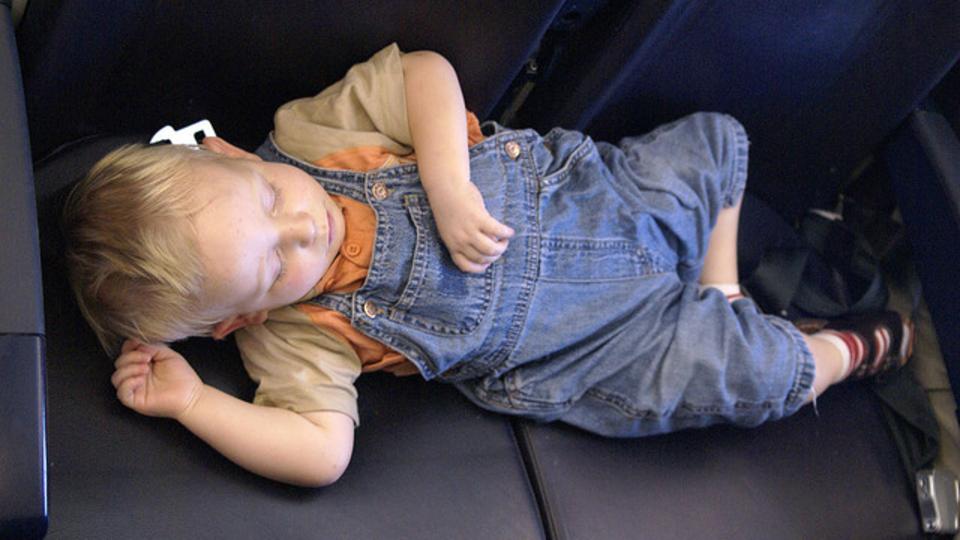 一番の席はどこ? 飛行機の中でぐっすり眠るために覚えておくべきこと