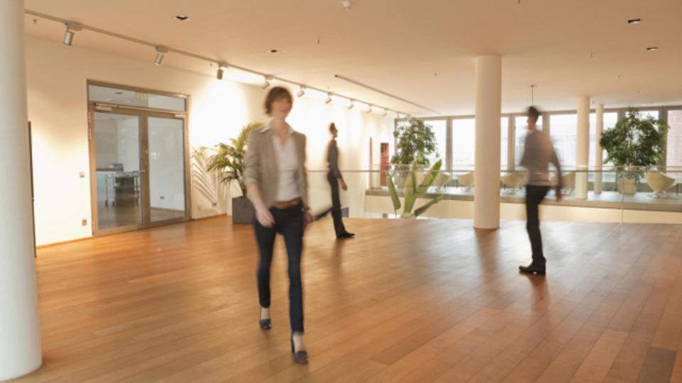 オフィスでの「偶然の出会い」から生まれる、部門を超えたコラボレーションの作り方
