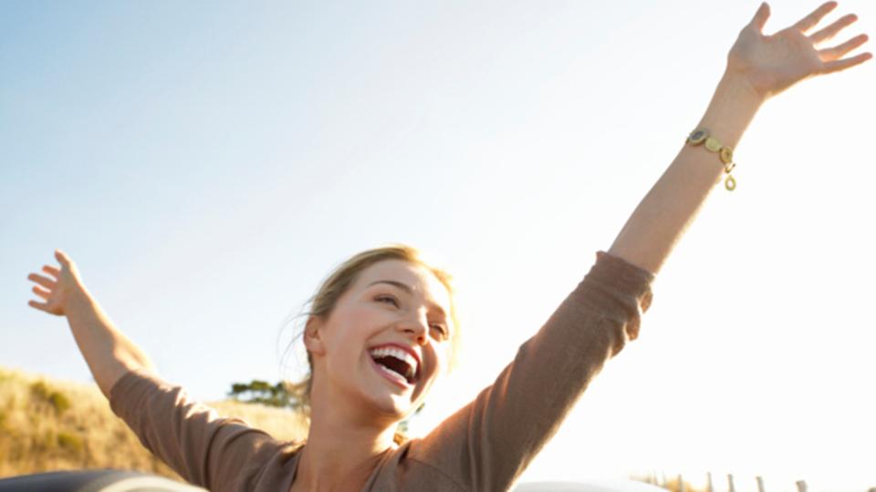 注意力や生産性の向上など、研究によって裏付けられた笑顔でいることの利点
