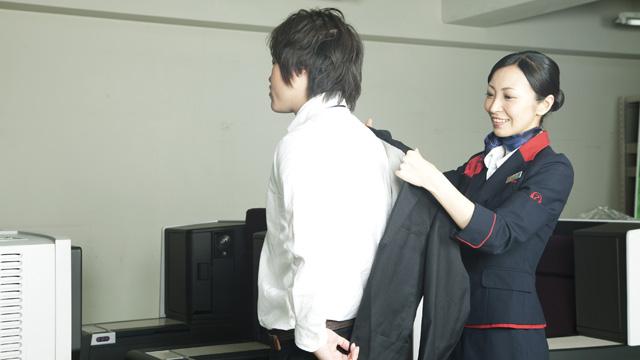 注:上着は預かってくれるだけです。基本的に脱がせてはくれません