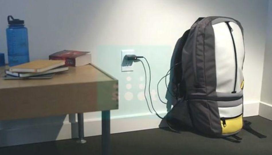 バックパッカーとノマドワーカーなら迷わず投資すべきといえる充電池内蔵バックパック