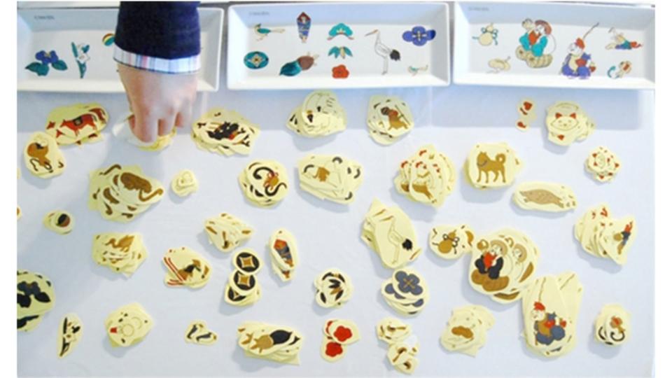 伝統工芸の新時代。シールをペタペタ貼って窯に送れば、自分だけの九谷焼をデザインできる