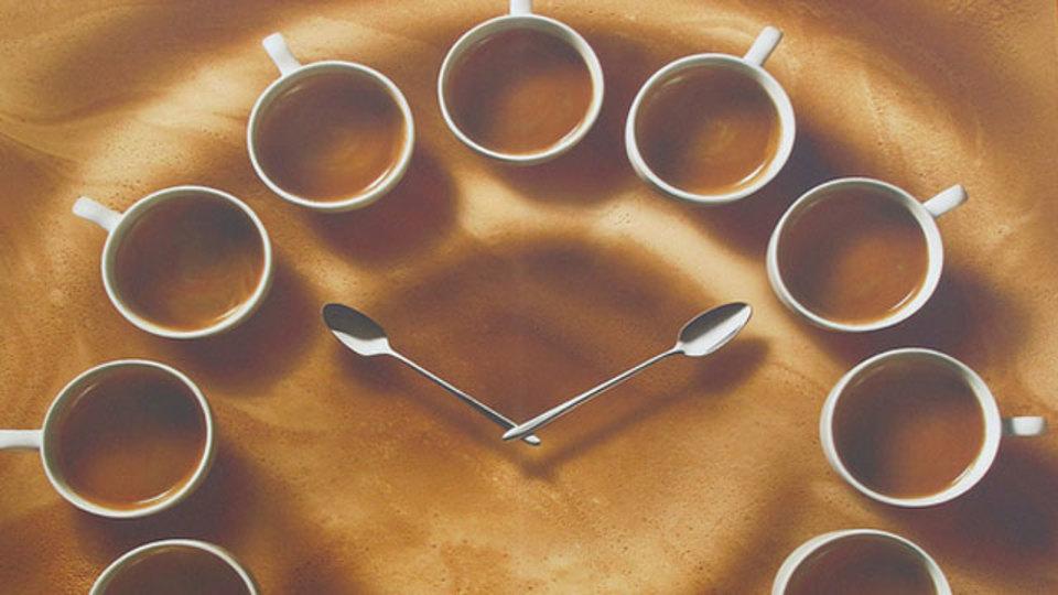 コーヒーの「飲み時」を科学する:目覚めの一杯には効果なし?