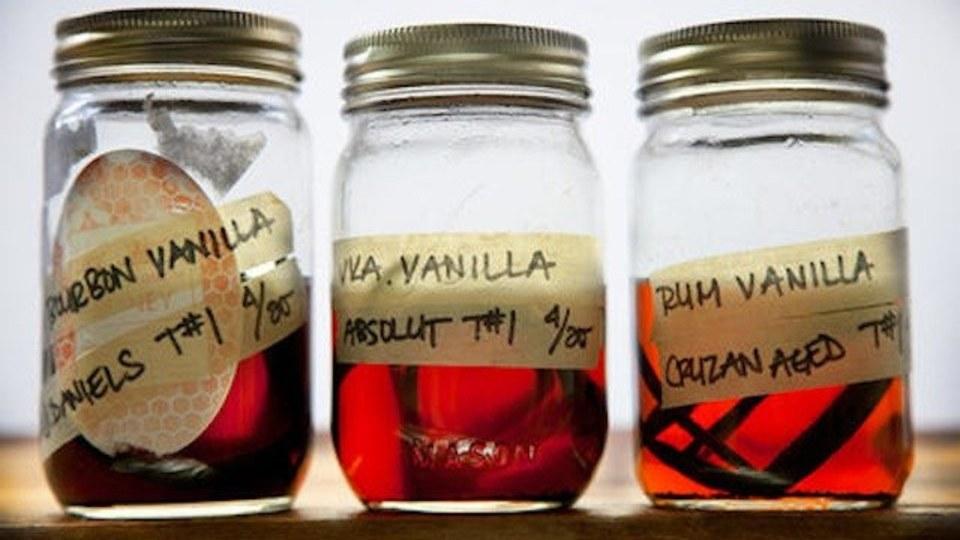 市販品より安くておいしい! 変わり種も作れる自家製バニラエッセンスのレシピ