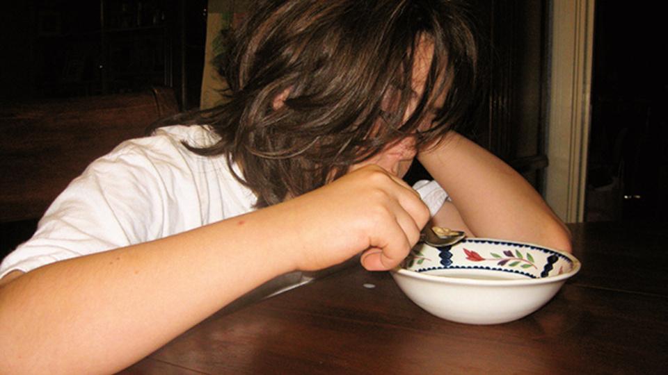 睡眠不足はダイエットの敵。ジャンクフードを食べ過ぎてしまうのは寝不足のせい!?