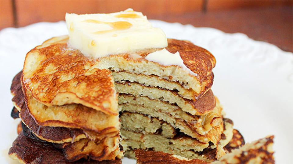レシピ:バナナと卵とベーキングパウダーだけで作るヘルシーで超簡単なパンケーキ