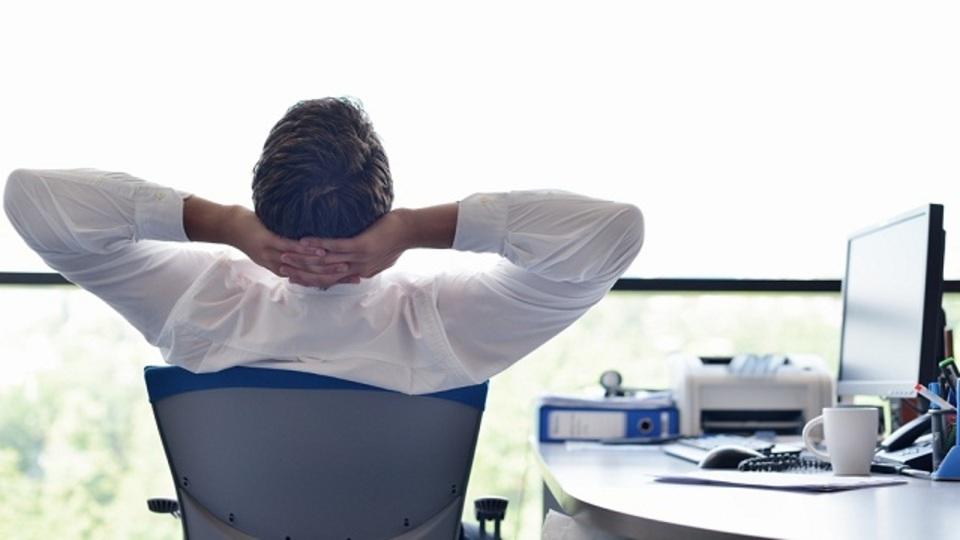仕事の生産性が落ちる「魔の時間」は14時55分と判明