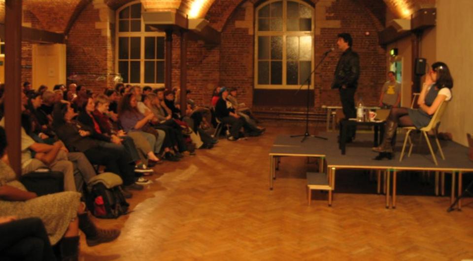 スピーチやプレゼンに失敗しないコツは、先に聴衆に挨拶を済ませること