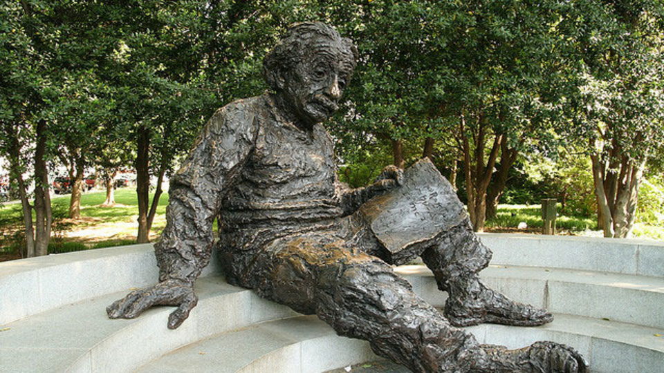 アインシュタインやダリが実践していた「瞬間的な昼寝」でインスピレーションを得るメソッド