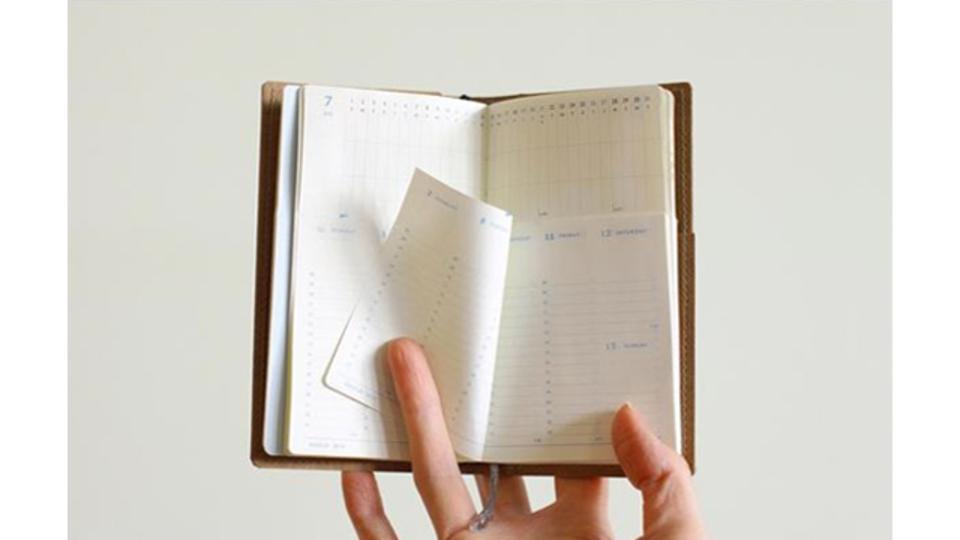 難しい「入れ子式」の製本を実現。月間と週間の両方を見られる手帳