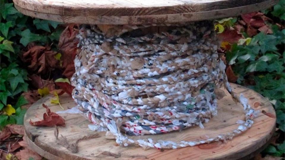 コンビニ袋を再利用して頑丈な耐水ロープを作るDIY