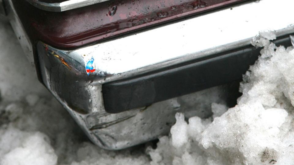 凍った路面で車が動かない! そんな緊急時にはフロアマットが役立つ