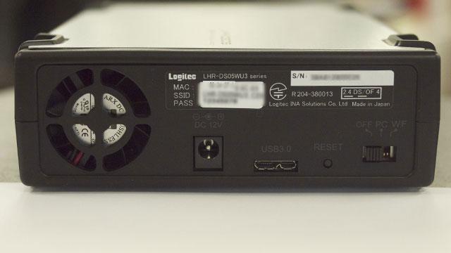 右下の小さなスイッチで接続方法をWi-Fi / PC(USB3.0)のいずれかから選択