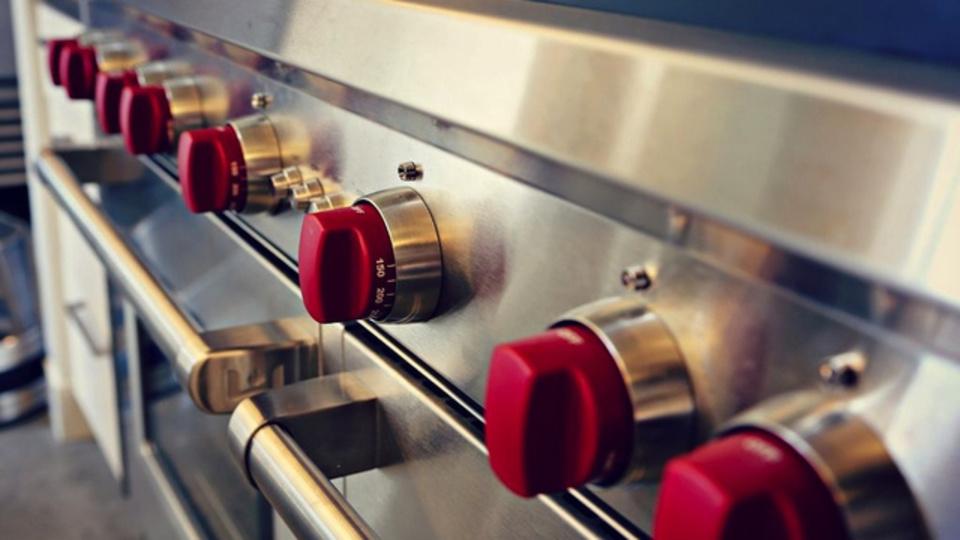シンクのお掃除:台所用洗剤の代わりに、ベビーオイルが活躍してくれます