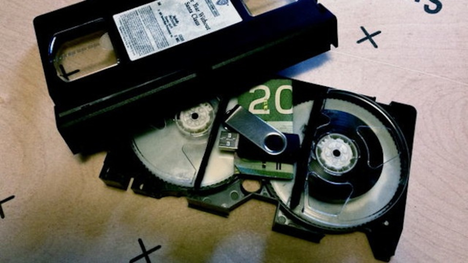 ビデオテープを使って作る「ヒミツの小箱」の作り方