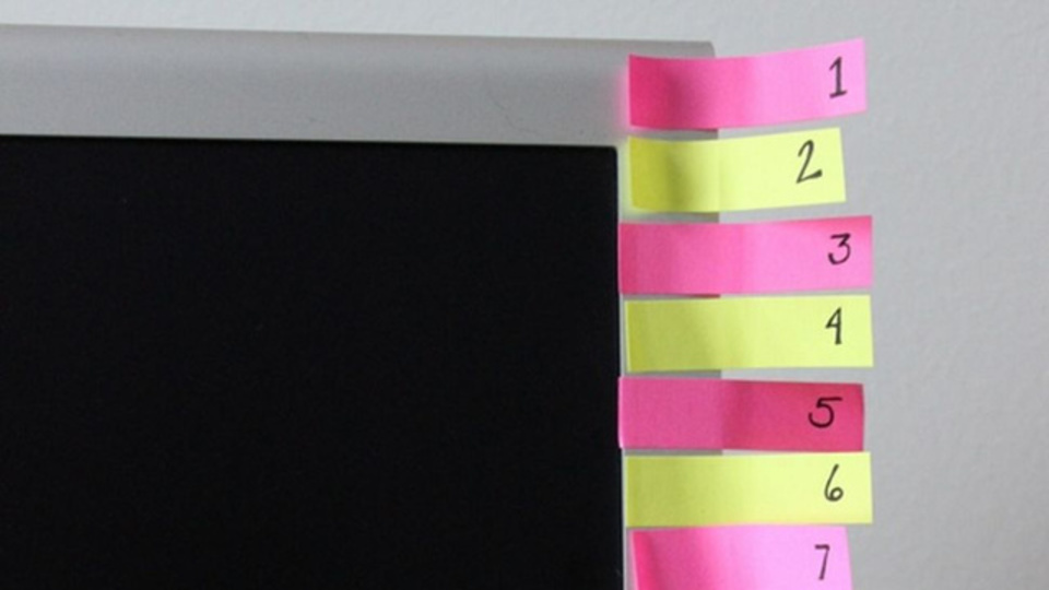 新しい習慣を身に付けるアイデア:66日間分の付せん紙を1日ずつ破る