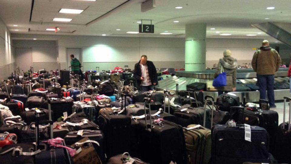 なくしてもすぐ見つかるように、飛行機に乗る前にスーツケースの写真を撮っておこう