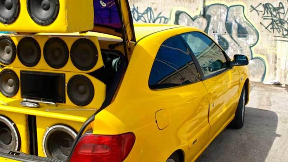 オーディオの最適な低音の作り方:サブウーファーの音量を適切に設定する方法