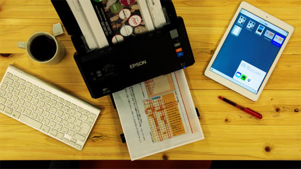 会社のデスクを物置きにしないために。ドキュメントスキャナ「DS-560」で機能的な環境をつくる
