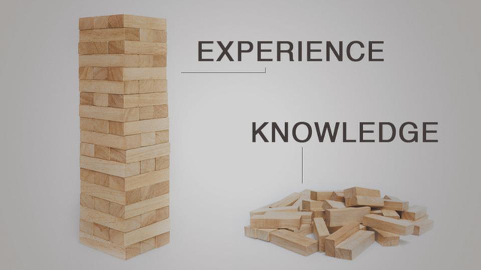 知識と経験の違いを見事に表現したイラストが物語るクリエイティブ