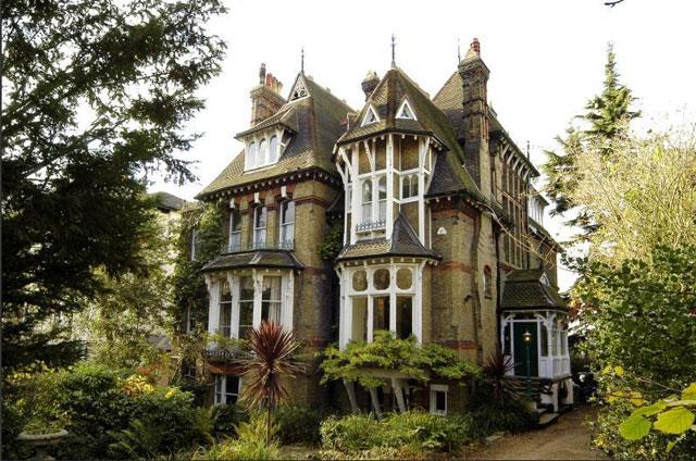 ビクトリア調の邸宅