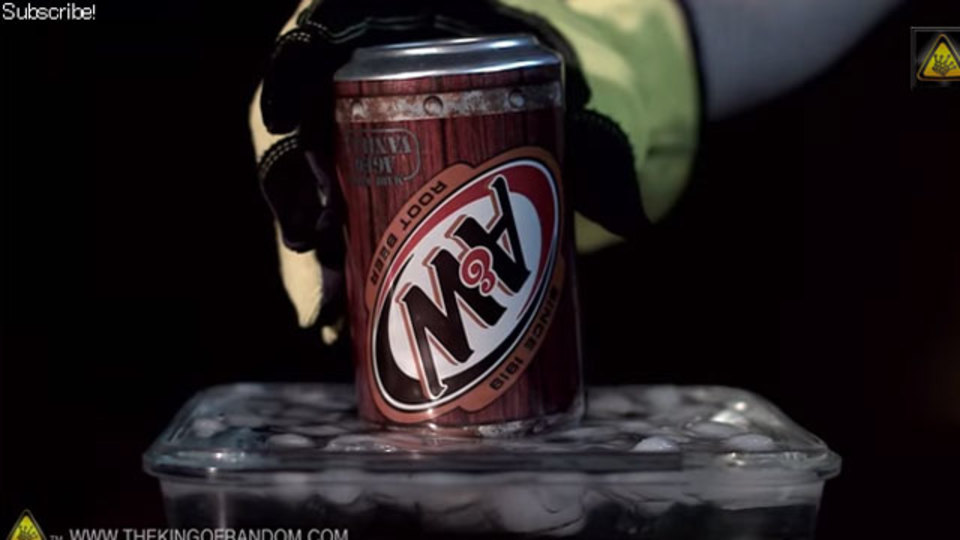 空き缶が一瞬でつぶれると気持ちいい