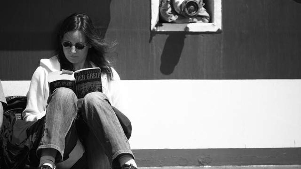 小説を読むことによる現実逃避は心の特効薬:研究結果