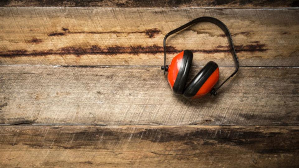 ノイズキャンセル機器よりも集中できる環境を作ってくれる「イヤーマフ+耳栓」の黄金コンビ