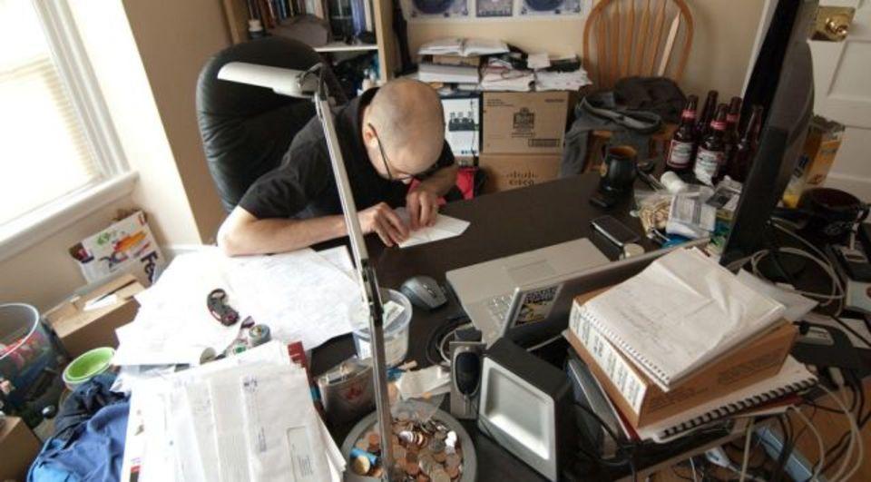 クリエイティブな仕事のために専用の「散らかった机」を用意しておこう