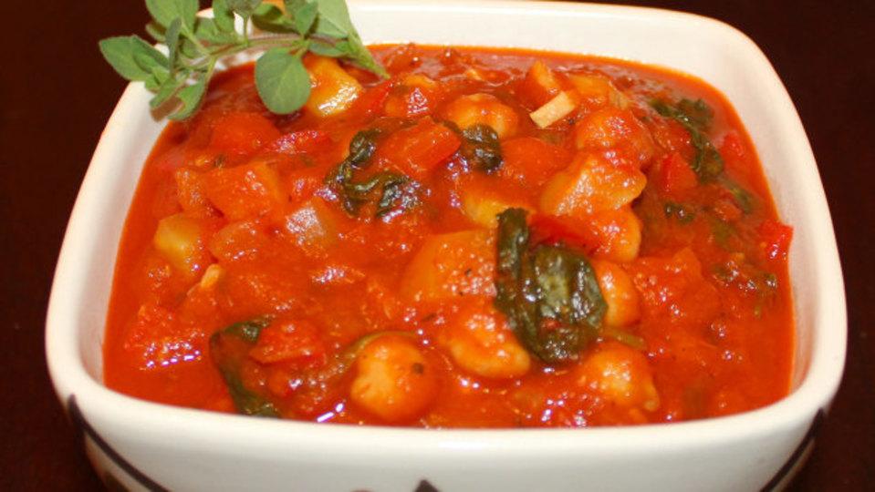 市販のパスタソースでも「野菜炒め」を加えれば、ウチの味になる