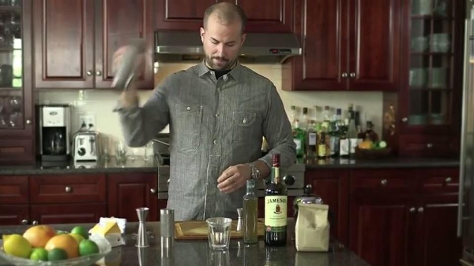 カクテルシェーカーを使えば30秒で新鮮なホイップクリームが作れる