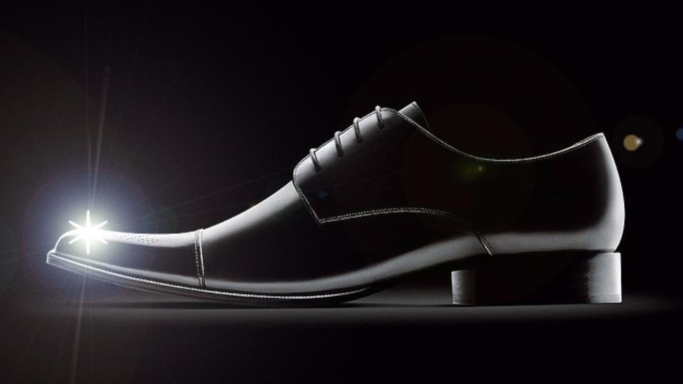 靴磨きに贈り物...デキるビジネスマンはモノにこだわり、儀式を習慣化する!