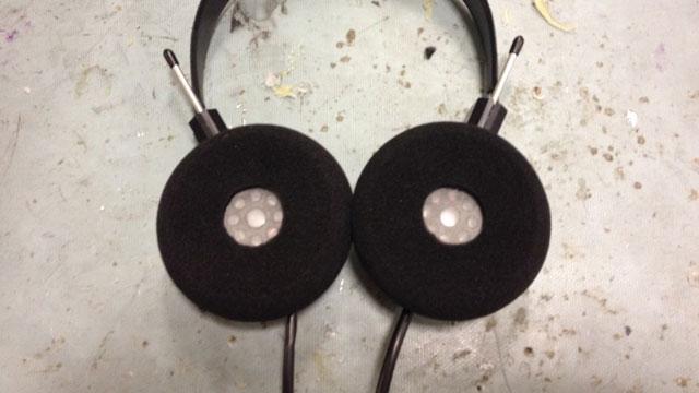 イヤパッド付きのヘッドフォンでクリアな音質を手に入れる方法