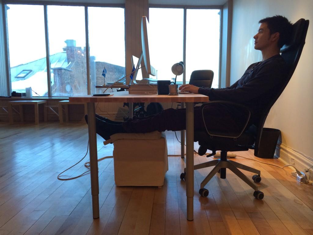 スタンディングデスクを捨てて気づいた「座っていても健康でいる方法」 ライフハッカー 日本版