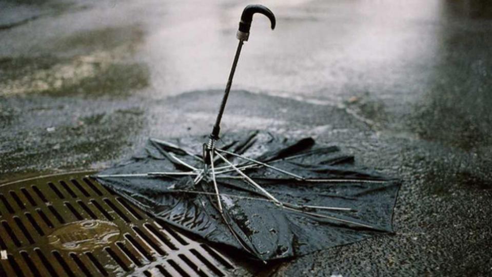 買う前に要確認。雨の日に壊れない傘を見分ける方法
