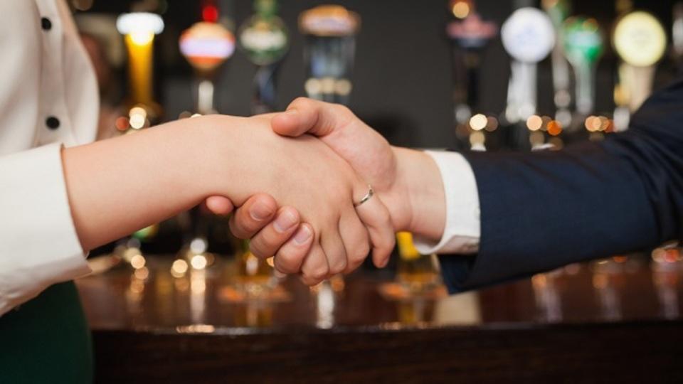 堅苦しい「人脈作り」はやめて、互いに信頼できる好きな人を紹介しあおう