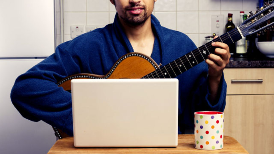 PCのマイクを使ってギターのチューニングができるサイト「Free Online Guitar Tuner」