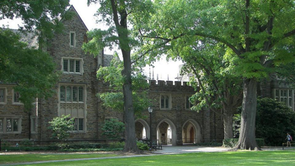 夏季限定。世界の大学に泊まる旅行節約術
