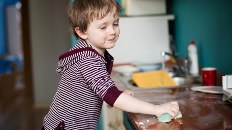 「こまめに掃除する人」は出世しやすく幸福度が高い:調査結果