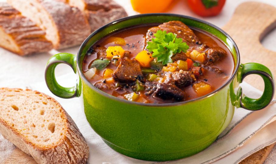 シェフのコツ:煮込み料理に酸味を加えると全体的に味が整う