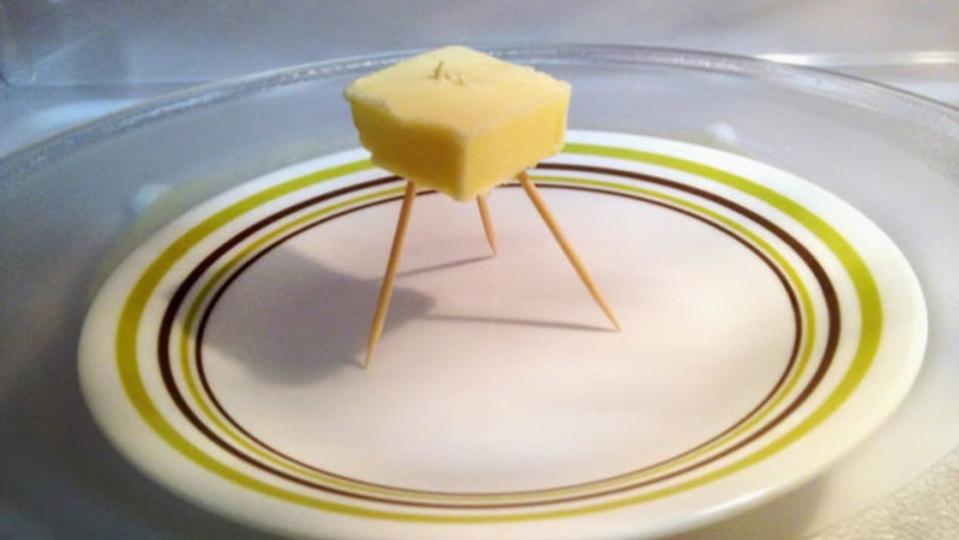 「つまようじ三脚」でバターを理想の柔らかさに