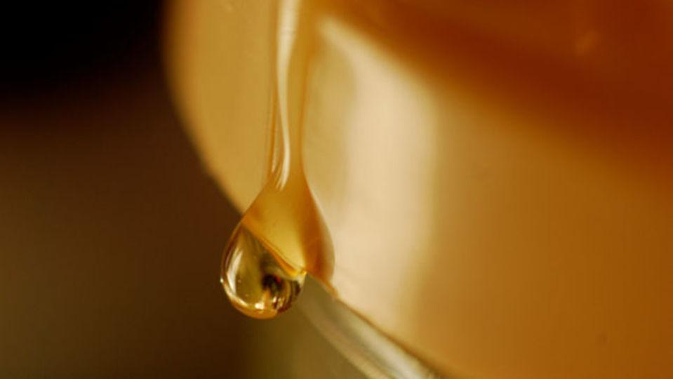 タバコを吸って喉がイガイガするなら、蜂蜜が効果的
