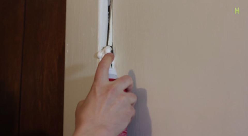ドアの軋みを直すなら、シェービングクリームが効果的