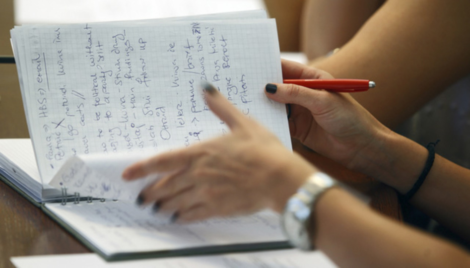 「パソコンでメモ」より「手書きでメモ」のほうが長く記憶できる:研究結果
