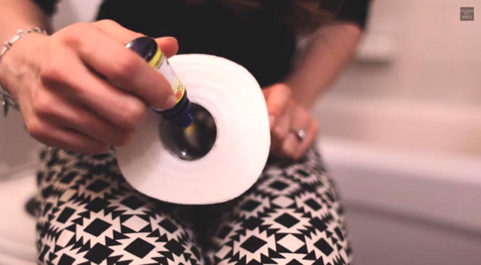簡単、目立たない、邪魔にならない。トイレットペーパーを芳香剤に変えるアイデア